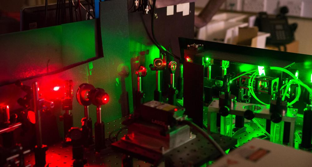 Laser lab at Oxford University / David Fisher, NQIT